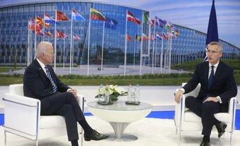 A la izquierda el presidente estadounidense, Joe Biden. A la derecha, el líder de la OTAN, Jens Stoltenberg