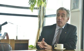 El vicepresidente de UTE, Julio Luis Sanguinetti, en su oficina del Palacio de La Luz.