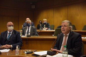Francisco Bustillo en el Parlamento