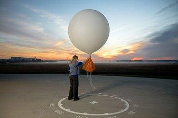 """Los """"globos sonda"""" son esenciales para el trabajo meteorológico"""