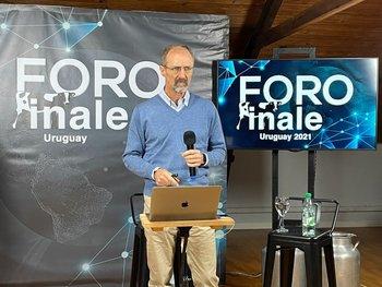 Pablo Chilibroste expuso en el Foro Inale sobre competitividad en el sector lechero.