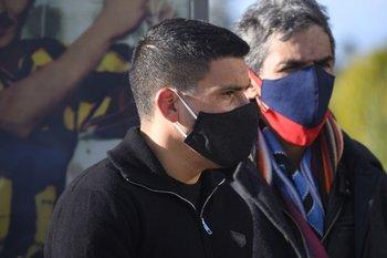 El futbolista Maximiliano Pereira fue uno de los jugadores actuales que fue a despedirlo