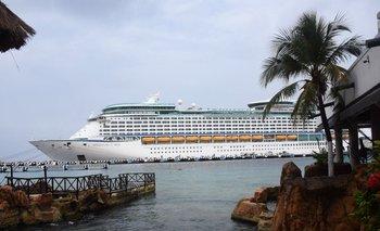 El crucero Adventures of the Seas de Royal Caribbean es el primero en llegar a México desde el comienzo de la pandemia
