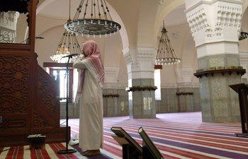El gobierno de Arabia Saudita ordenó que el volumen de los altavoces de las mezquitas se limite a un tercio de su capacidad máxima y exigió que los sermones dejen de emitirse en su totalidad.