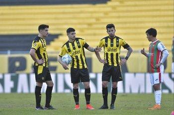 Piquerez y Ceppelini flanquean a Álvarez Martínez que habla con Ramos