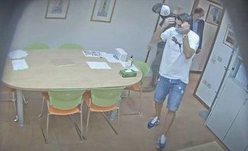 Luis Suárez en el examen de italiano: tras la prueba le pidieron fotos