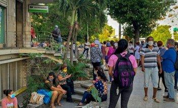 Cubanos hicieron filas en frente a bancos y casas de cambio ante el ultimátum del gobierno al dólar