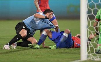 El gol de Suárez y el agarrón de Vidal que protestó