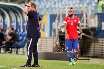 Vidal se fue lesionado y Lasarte quemó los cambios por lesiones