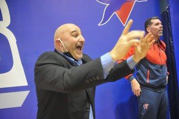 Hernán Laginestra, DT argentino, Pablo Ibón su ayudante