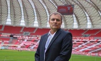 Diego Aguirre fue presentando como nuevo entrenador de Inter de Porto Alegre