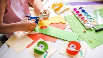 En la propuesta del aula invertida, las tareas no se hacen en casa, sino en la escuela