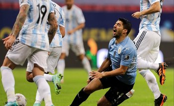 Luis Suárez contra Argentina en la Copa América 2021