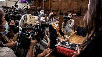 El caso de Valérie Bacot, que lleva un pañuelo amarillo, llamó la atención de los medios nacionales y del público