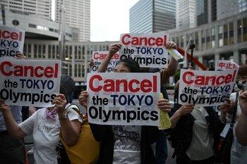 En Junio, manifestantes pedían por la cancelacion de los juegos debido a la pandemia