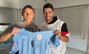 El encuentro de Luis Suárez y Gonzalo Bergessio