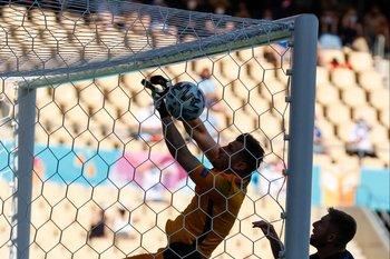 Martin Dubravka se metió un gol en contra insólito