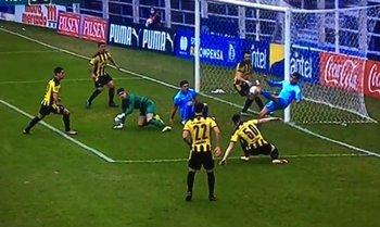 La jugada del gol que fue anulado a Montevideo City Torque ante Peñarol por supuesto offside a los 8 minutos