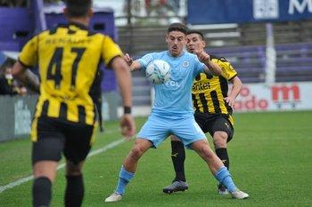 Cóccaro en acción ante Peñarol