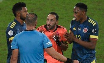La protesta de los jugadores colombianos al juez Pitana