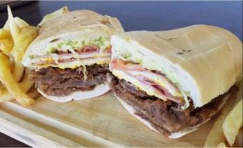 Esta milanesa al pan fue votada como la segunda mejor comida argentina