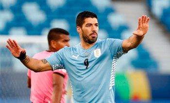 Luis Suárez juega en la tarde del domingo y viaja hacia Montevideo
