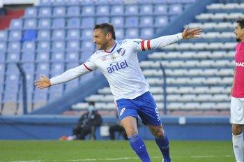 Gonzalo Bergessio festeja ante Wanderers