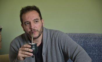 Christian Di Candia en el living de su casa