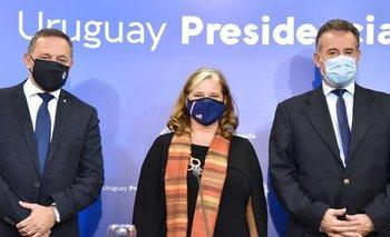 Álvaro Delgado y Daniel Salinas junto a la encargada de Negocios de EEUU, Jennifer Savage
