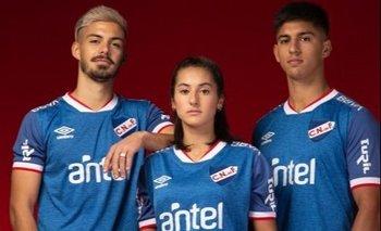 El fútbol femenino y el masculino representados en la camiseta del hincha