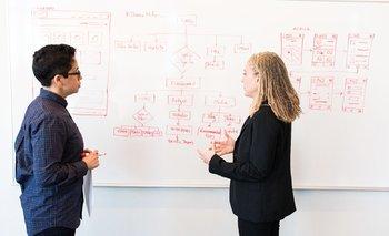 Para que algo sea catalogado como innovación debe implicar la introducción de algo nuevo, sea un producto, un proceso, un modelo de negocio