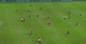 El gol mal anulado a Agustín Álvarez Martínez a los 8 minutos cuando Peñarol y Villa Española estaban 0-0