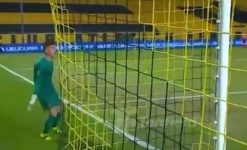 Kevin Dawson le recriminó a sus compañeros por la jugada del gol de detrás de la media cancha que recibió en el segundo minuto de adición