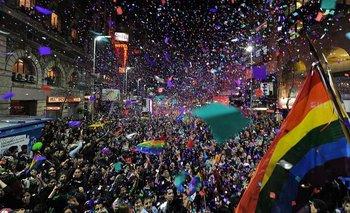 Una multitud en una de las celebraciones pasadas del Orgullo en Montevideo, Uruguay.