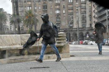 El ciclón azotó Montevideo durante el 28 de junio principalmente