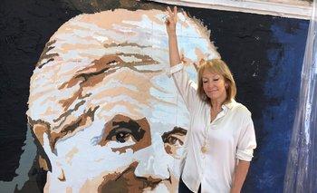 Cosse en el mural dedicado a Tabaré Vázquez en una de las paredes exteriores del Cementerio de La Teja