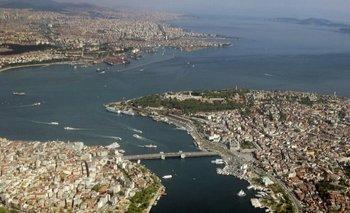 La ciudad de Estambul se extiende a ambos lados del Bósforo