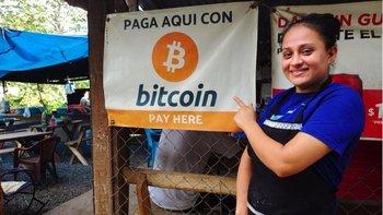 El comedor donde trabaja Celina Fuentes es uno de los negocios de El Zonte, en El Salvador, que aceptan bitcoin como forma de pago.