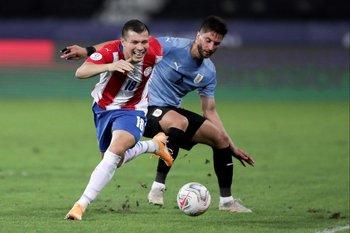 Rodrigo Bentancur, doble 5 con Matías Vecino