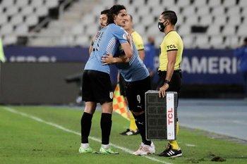 El cambio: entró Suárez, salió Cavani