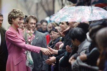 Fotografía de archivo: Diana en París, 1992