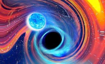 Impresión artística de una estrella de neutrones que cae en un agujero negro