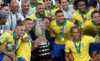 Bolsonaro con los campeones en 2019