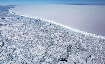 El iceberg A68 equivale a cuatro veces el tamaño de Londres. El bloque tiene 160 km de longitud y un grosor de 200 metros.