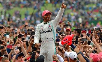 El festejo de Hamilton tras su sexta victoria en Silverstone