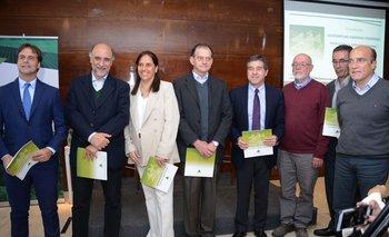 Candidatos a la presidencia junto a Virginia San Martín y Pablo Perdomo, autoridades de CAF.