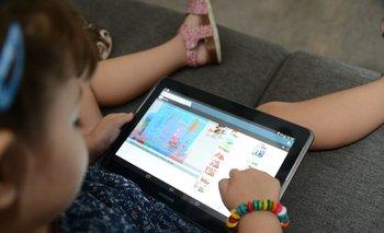 El 80% de los niños cuyas edades oscilan entre 9 y 17 años aseguran usar redes sociales para chatear.