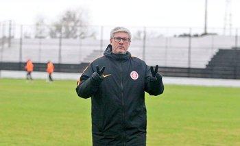 Odair Hellmann, entrenador de Inter de Porto Alegre, en la práctica del martes en Jardines