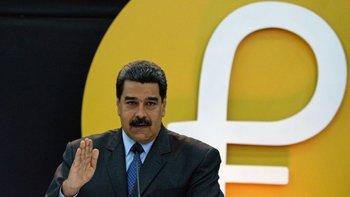 El gobierno de Nicolás Maduro intenta impulsar el uso del petro... pero sin mucho éxito.