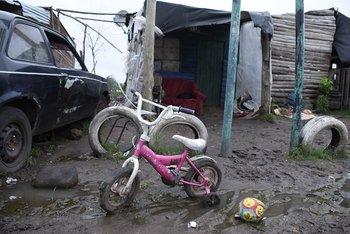 Barrio Las Láminas, en Bella Unión, asentamiento conocido en 2003, luego de la crisis, cuando la tasa de mortalidad infantil duplicaba a la del resto del país a causa de la desnutrición